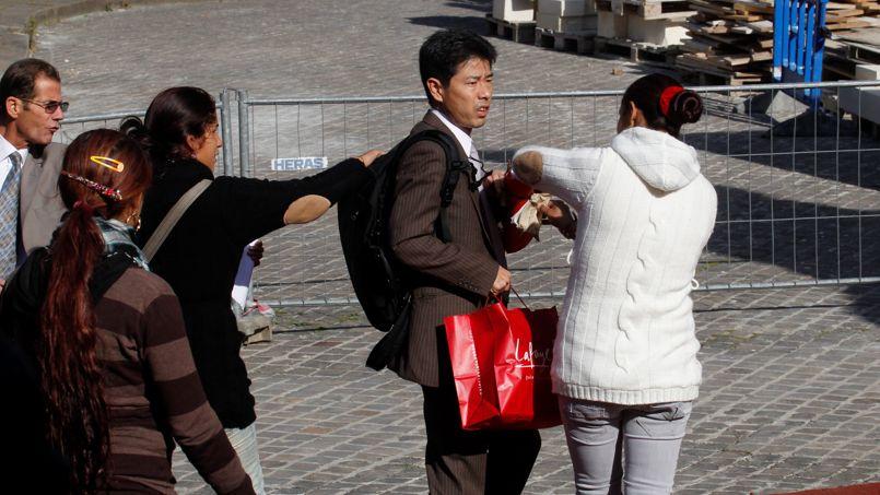 pickpocket in paris