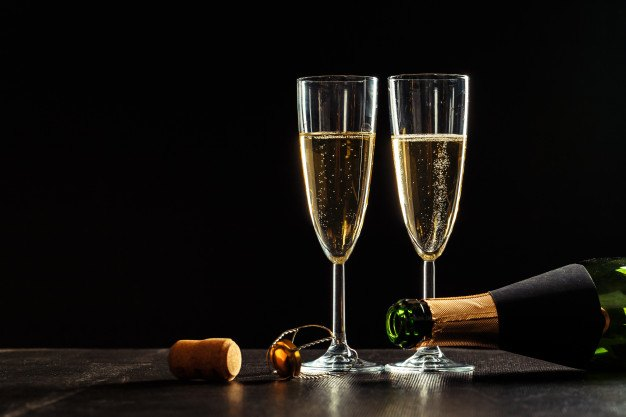 bottle-champagne-glasses-dark_93675-30275