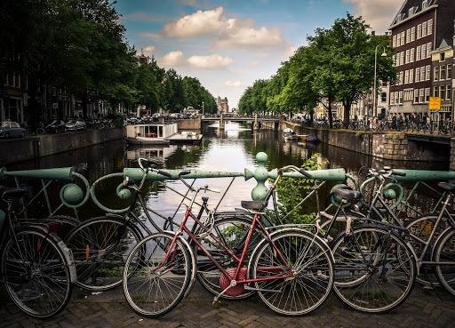 top work abroad destinations 1